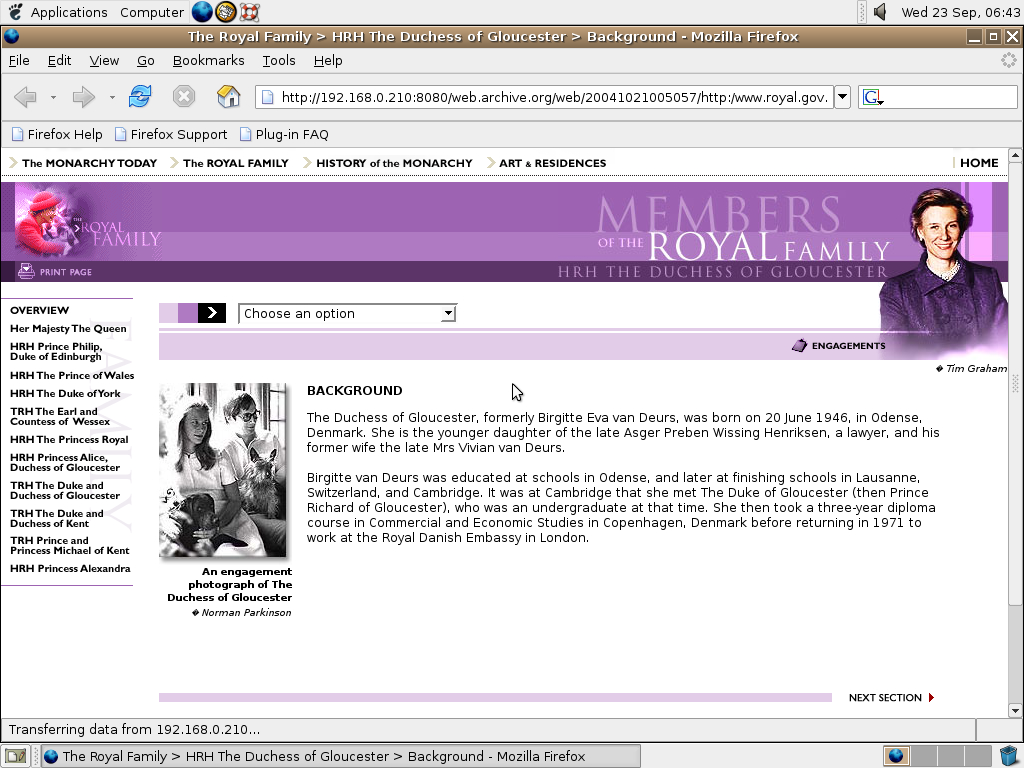 Ubuntu 4.10 x86 with Mozilla Firefox 0.9.3 displaying a page from The Royal Family archived at October 21, 2004 at 00:50:57